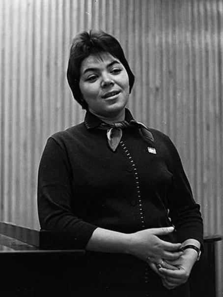 МАЙЯ КРИСТАЛИНСКАЯ 19 июня 1985, Москва советская эстрадная певица, заслуженная артистка РСФСР (1974).Майя Кристалинская известная советская певица с уникальным голосом. Она пела так, словно