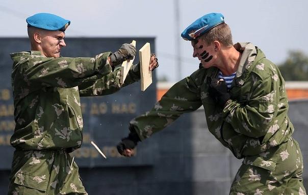 КО ДНЮ РОЖДЕНИЯ ВАСИЛИЯ МАРГЕЛОВА Такого количества мифов и баек, как о «войсках дяди Васи», нет больше ни об одном подразделении российской армии. Кажется, стратегическая авиация летает дальше