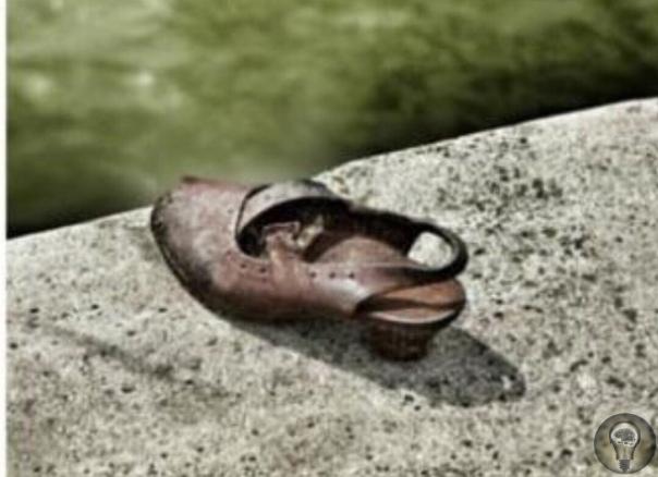 Обувь на берегу (Будапешт, Венгрия). Этот необычный памятник жертвам Холокоста расположен на берегу Дуная, в Пеште (одной из двух частей Будапешта). Вдоль набережной, в 300 метрах от Парламента,