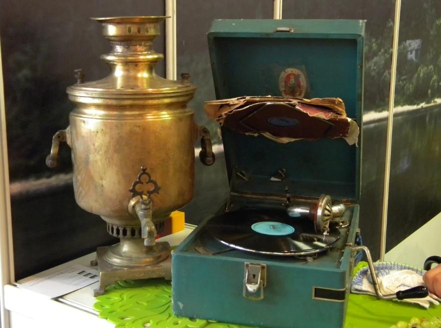 В Таганроге парочка воров-рецидивистов похитила граммофон и самовар, а после сдали на металлолом