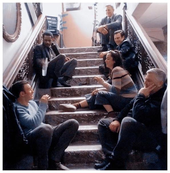 Джейми Ли Кертис поделилась фото со съемочной площадки комедийного детектива «Достать ножи»