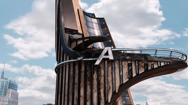 В эпоху компьютерной графики и спецэффектов мы успели забыть, что для многих фильмов строятся впечатляющие декорации А для самых крутых - по-настоящему грандиозные.Интерстеллар, 2014 -