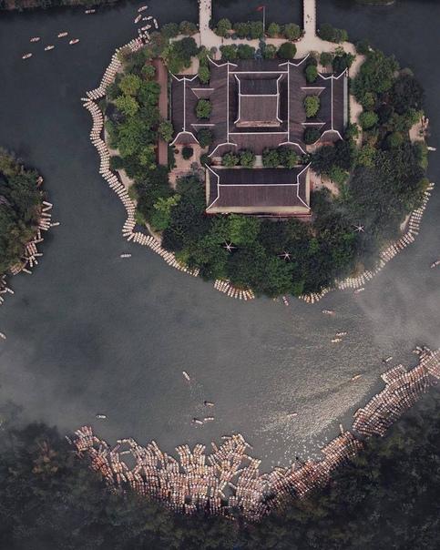 Невероятная Азия сверху: снимки Косуке Курата, от которых кружится голова Азия это, безусловно, территория контрастов. Здесь философия спокойствия и умиротворения идет рука об руку с безумными