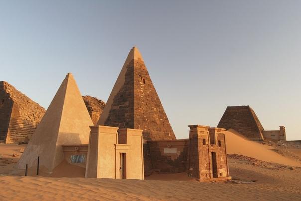 Пирамиды Нубии. Часть 1 История Нубии, обширной области в долине Нила, которую сегодня занимает современный Судан, это почти всегда история соперничества с более древним и могущественным