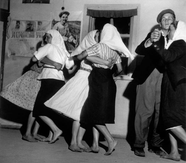 Сельские танцы, Украина, 1947 год