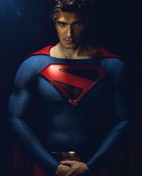 Супермен Брэндон Рут на ещё одном промо-фото «Кризиса на Бесконечных землях» от CW