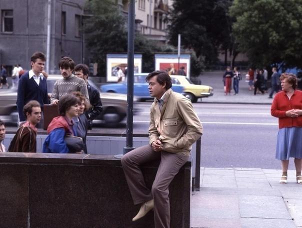 Николай Караченцов, Москва, 80-е... Какой ваш любимый фильм с ним .Не забудь поставить , чтобы мы не пропали из Вашей ленты!Спасибо за и