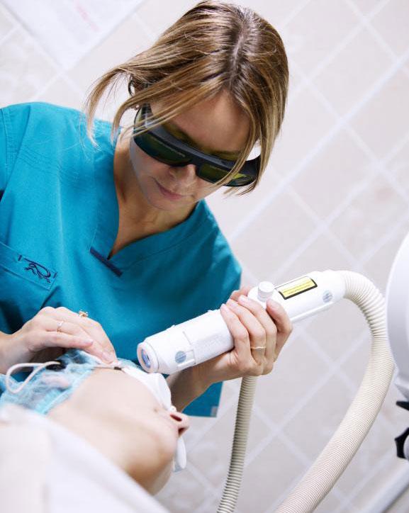 Лазерная шлифовка может помочь при появлении пятен на коже.