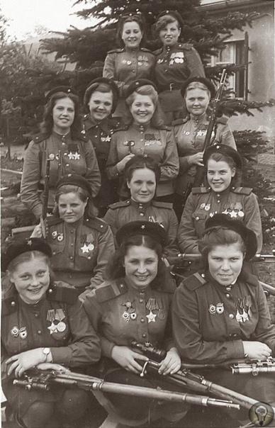 775 подтвержденных убийств нацистских солдат на одном фото, где запечатлены женщины-снайперы 3-й ударной армии 1-го Белорусского фронта.