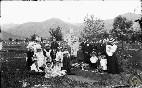 Пикник на кладбище: Почему в США еда и отдых в местах упокоения в XIX веке стали данью моде Кладбище у многих людей ассоциируется исключительно с местом печали и скорби. Но в США всего лишь