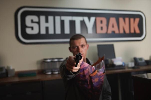 Том Холланд поделился фото со съёмок боевика «Черри»
