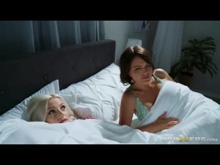 Мама трахнула парня дочери на отдыхе sex milf mom pov girl mature young old porn bang fuck woman tit ass boob hd (hot&horny)
