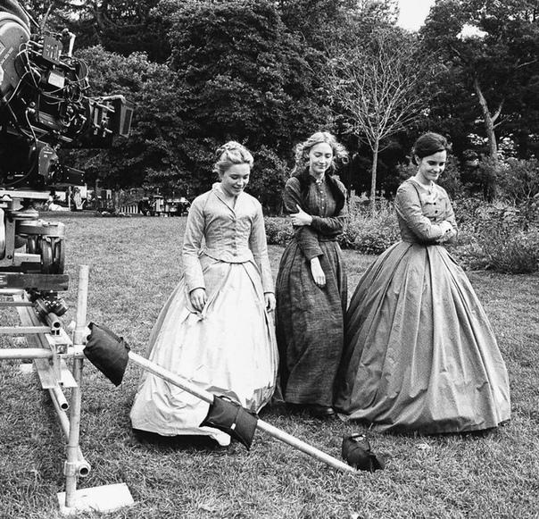 Флоренс Пью, Сирша Ронан и Эмма Уотсон на съёмочной площадке новой версии «Маленьких женщин»