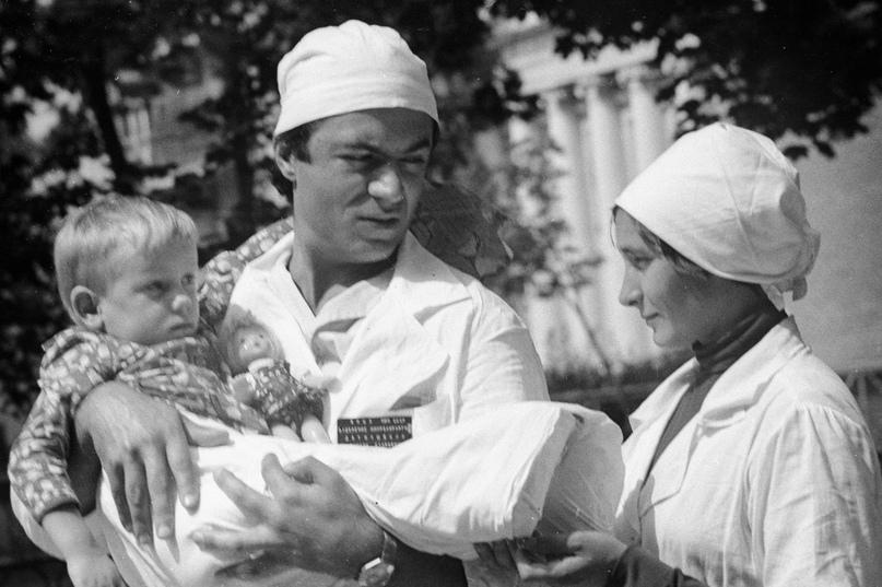 Летом 1983 года литовские сестры-близняшки Раса и Аушра Прасцевичуте гуляли в по...