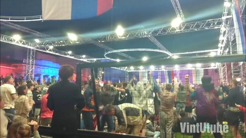Реакция зрителей на гол Фернандеса в ворота сборной Хорватии