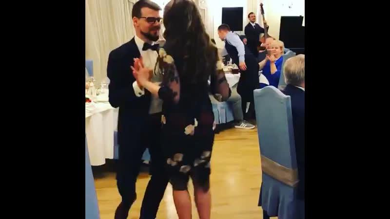 Тот самый случай когда твой брат танцует как Бог Вчера был прекрасный вечер На видео экспромт полный не взыщите 🙈💃🏼