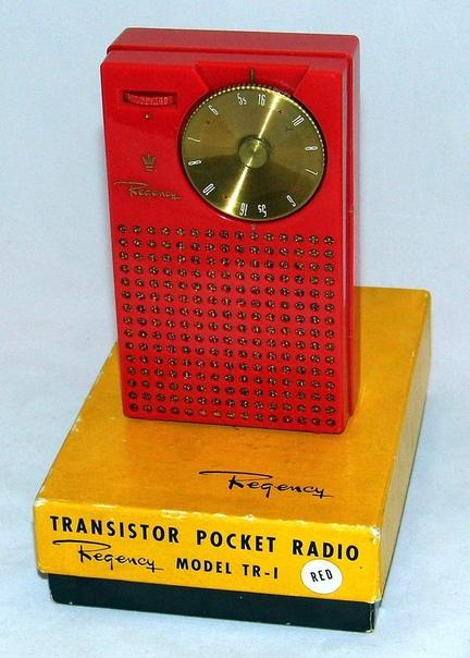 Первый в мире серийный транзисторный приемник - Regency TR-1, выпущенный в 1954 году и стоивший 49