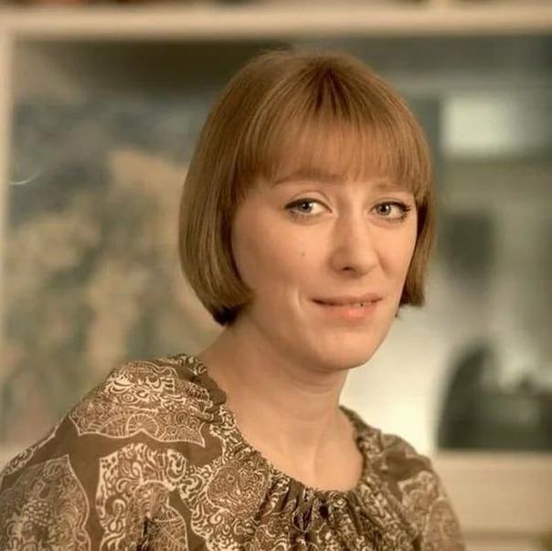 Екатерина Васильева, сегодня ее день рождения В каких фильмах она вам больше запомнилась .Спасибо за и подписку .В 1962 году Екатерина Васильева поступила во ВГИК (мастерская В.В. Белокурова).