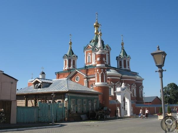 ЯБЛОЧНАЯ КОЛОМНА, ГРУШЕВОЕ КОЛОМЕНСКОЕ. ЧАСТЬ 1. Мы не раз были в Москве, но всегда проездом, нас звали дороги, ведущие дальше на север, юг, запад. Москва ждала своего часа, и вот она позвала