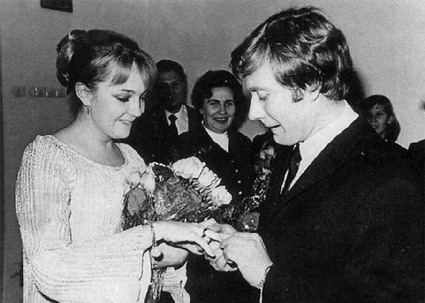Однажды, в 1969 году, в Школу-студию МХАТ, на дипломный спектакль пришли два актёра Одного звали Валентин Гафт, другого - Андрей Миронов. Дипломный спектакль был - Женитьба Фигаро. Одной