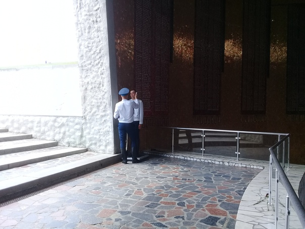 ВЕЧНЫЙ ШУМАН Знаете, где всегда, буквально всегда, можно услышать «Грёзы» Роберта Шумана В Волгограде, на Мамаевом кургане, в Зале Славы. Мелодия саксонца-романтика беспрерывно наполняет пантеон