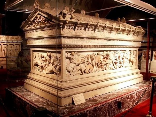 КАК УМЕР АЛЕКСАНДР МАКЕДОНСКИЙ В начале лета 323 года до н.э. Александр из Македонии, сын царя Филиппа II и величайший из завоевателей в мировой истории, находился во дворце Навуходоносора II в