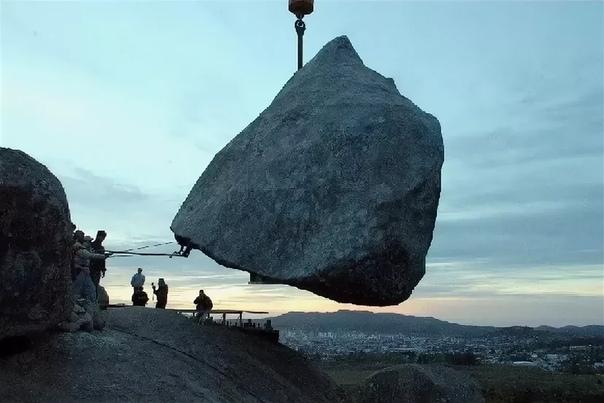КАМЕНЬ ДАВАСКО В ГОРОДЕ ТАНДИЛЬ (АРГЕНТИНА) И ЕГО ИСТОРИЯ Сегодня мы хотим рассказать об удивительном явлении «падающих» скалах и камнях. Это чудо природы можно наблюдать в разных уголках мира,