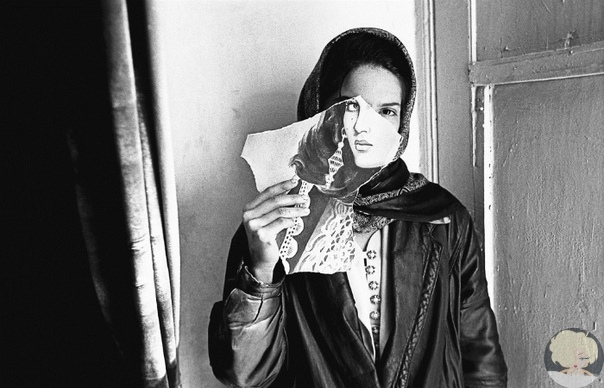 Надия Анжуман: Одна жизнь, одна смерть и три стихотворения афганской поэтессы Одну из самых ярких современных поэтесс Востока, Надию Анжуман иногда называют Федерико Гарсиа Лоркой мусульманского