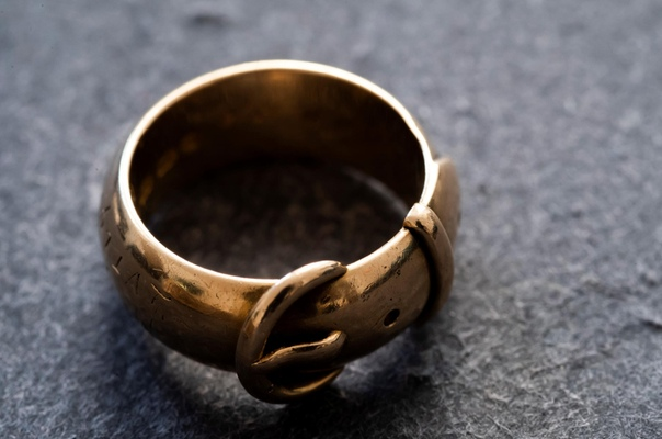 Золотое кольцо, принадлежавшее английскому писателю и поэту Оскару Уайльду, нашли спустя два десятилетия после кражи