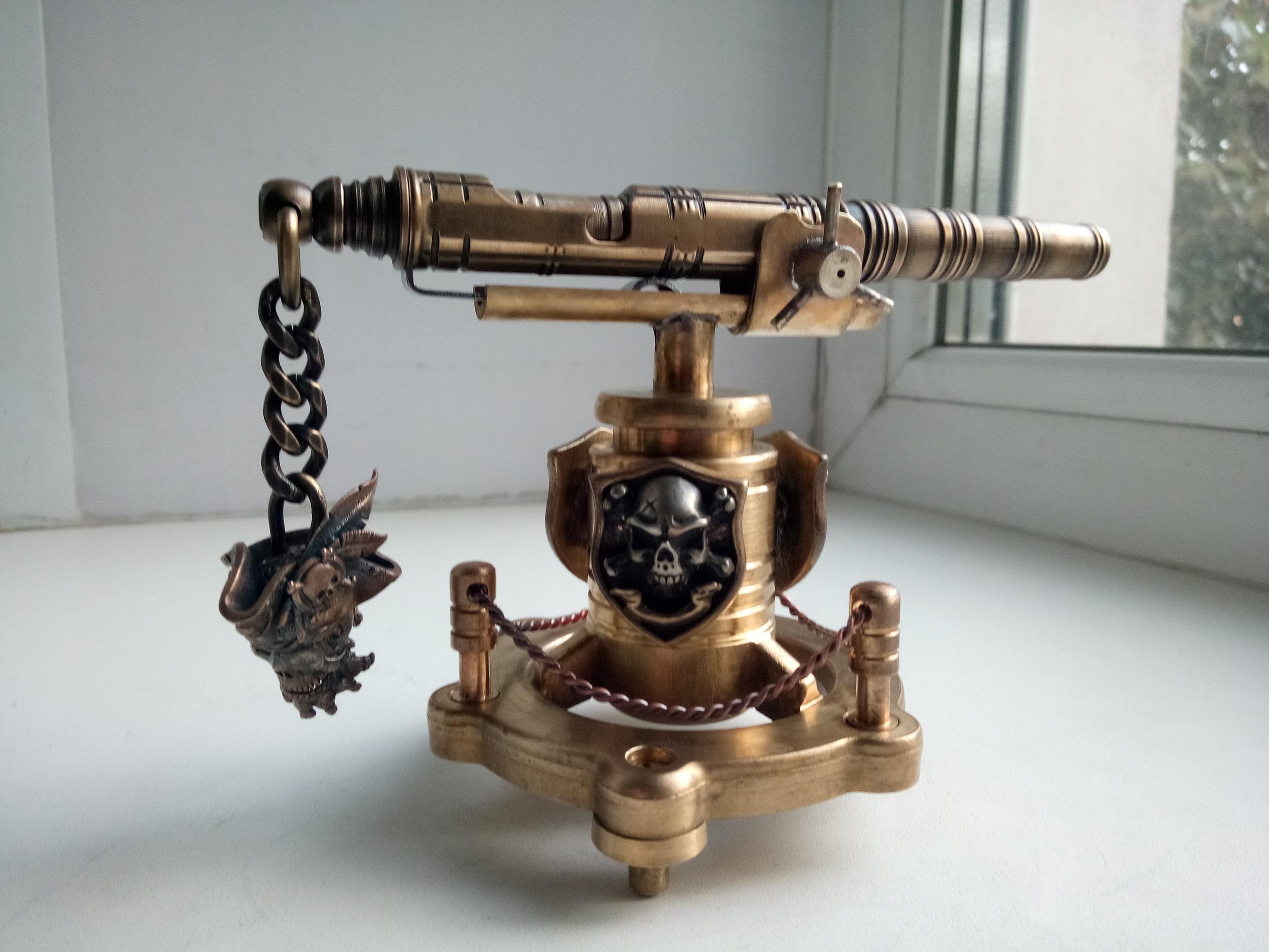 Латунная ручка на подставке Пиратская пушка
