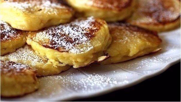 Готовим яблочные оладьи на завтрак!