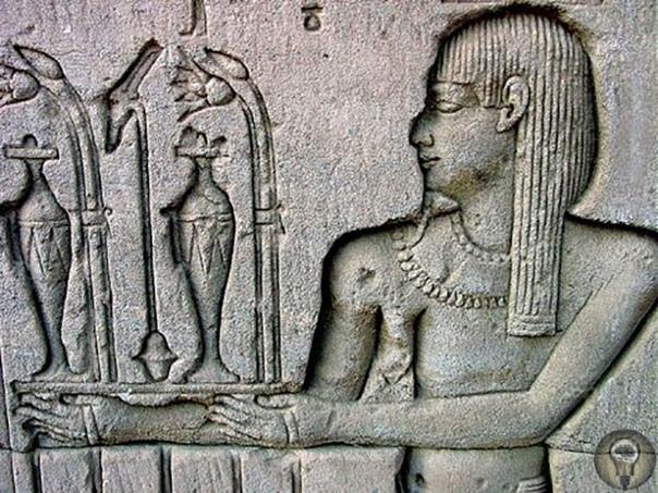 Какими рецептами прославилась первая известная женщина-парфюмер, жившая три тысячи лет назад История химии и парфюмерии неразрывно связана, и первое упоминание о специалисте в обеих этих науках
