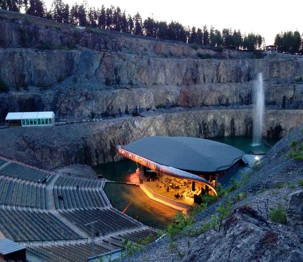 Театр Дальхалла в известняковом кратере В городе Раттвик (Швеция) в 1995 году для любителей фольклора, оперы или электронной музыка открылся Театр Дальхалла (Theatre Dalhalla). Уникальность