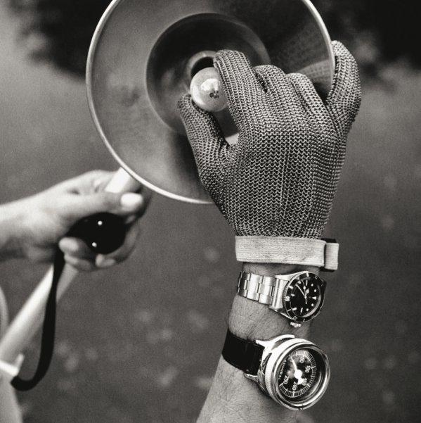 Перчатка из металлической сетки, напоминающая латную рукавицу крестоносца, защищала руку