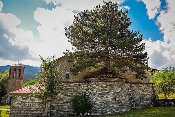 Эта церковь, построенная в 1812 году, находится в греческом селе и стала местной...