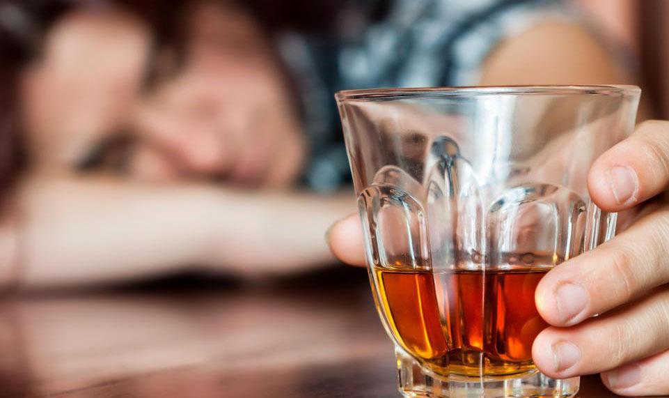 Некоторые виды амбулаторной реабилитации от алкоголя направлены на то, чтобы помочь парам восстановить отношения друг с другом, если один из партнеров борется с алкоголизмом.