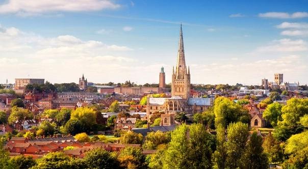 ИСТОРИЯ ОДНОГО ЭКСПЕРИМЕНТА Давным-давно, на месте этого города, что расположен в английском графстве Норфолк, было кельтское племя иценов. В VII веке здесь поселились англосаксы, а в Х веке