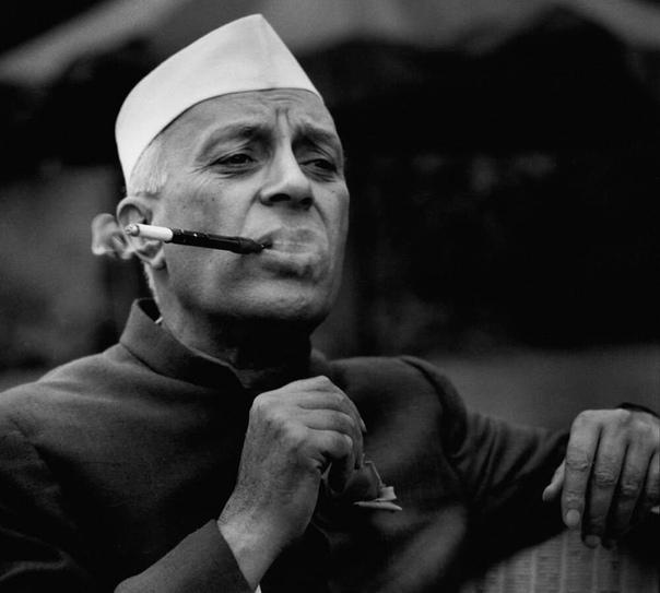 «Историю не изменишь, перевесив портреты лицом к стене» Джавахарлал Неру (1889-1964). Сегодня у него день рождения.