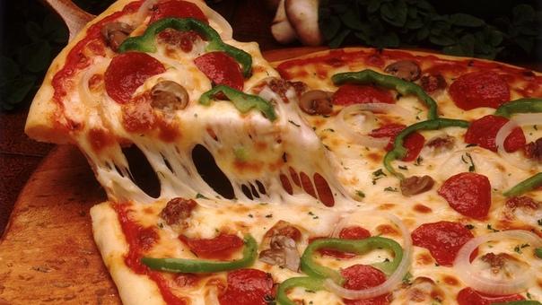 ИСТОРИЯ ПРОИСХОЖДЕНИЯ ПИЦЦЫ 25 октября является профессиональным праздником пиццайолов (так называют в Италии людей, приготовляющих это блюдо). Кто бы мог подумать, что история появления пиццы