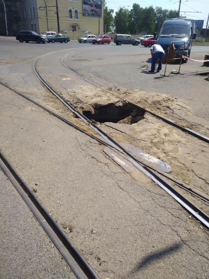 Курск. Из-за обвала грунта на кольце по Дзержинского трамваи до автовокзала не будут ездить до 6 июля