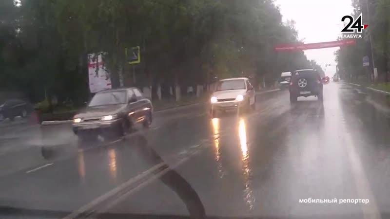 Сбил пешехода и скрылся: момент ДТП попал на видеорегистратор