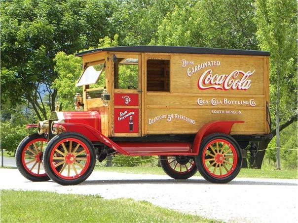 Праздник к нам приходит: откуда взялись те самые грузовики из рекламы Кока-колы Автор статьи - DmitryCD Источник - Именно Coca-Cola считается самым популярным газированным напитком на планете,
