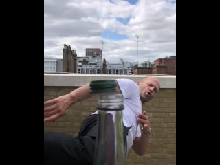 Джейсон стэйтем и bottle cap challenge