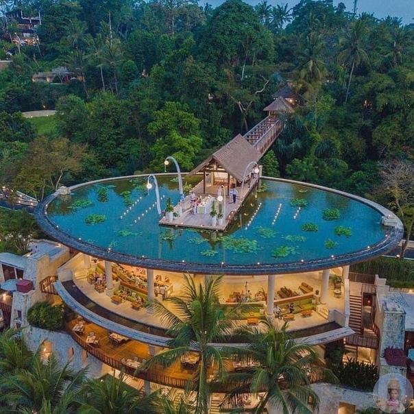 Необычный отель на Бали