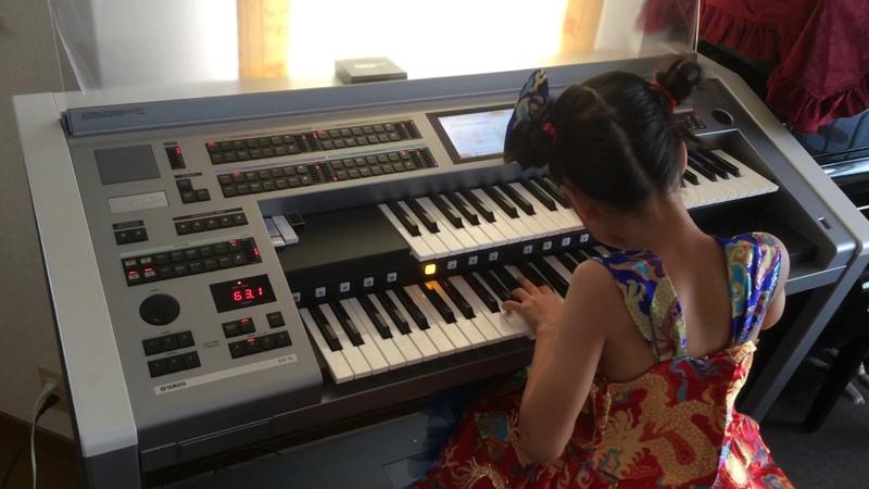 7歳 エレクトーン 楽器店大会前