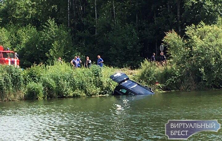 """""""Мерседеc"""" опрокинулся в канал - погибли двое детей и двое взрослых, ещё один ребёнок исчез"""