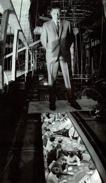 Охранник казино наблюдает за процессом игры, 1968 год, Лас-Вегас