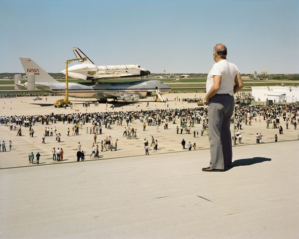 Космический челнок Колумбия приземляется на авиабазе Келли, Сан-Антонио, штат Техас, март 1979 г