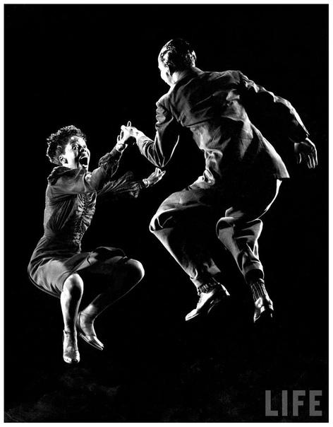 Уилла Маэ Рикер и Леон Джеймс в танце (1942 год)