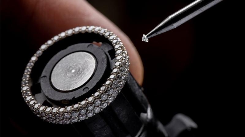 PLATINUM SIDE BY SIDE DIAMOND RING . PABLO CIMADEVILA - ROMAN KARAKURKCHI
